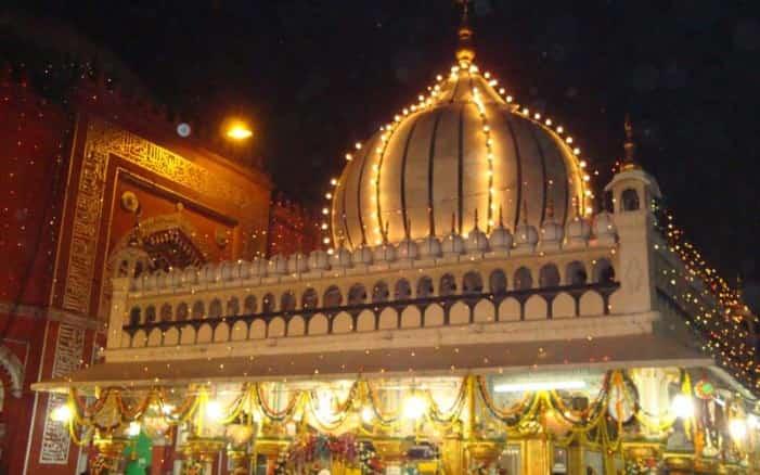 The Nizamuddin Dargah at night