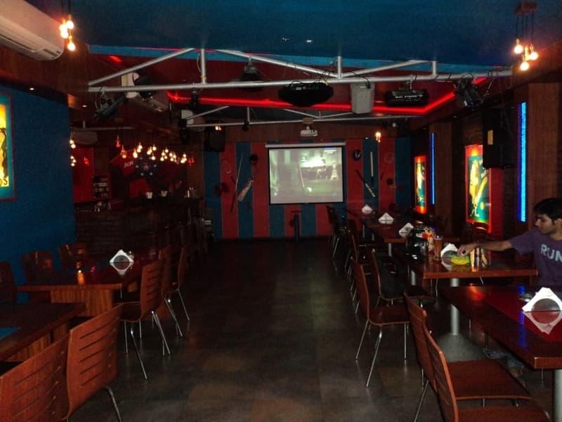 U-Turn Sports Bar, Khar