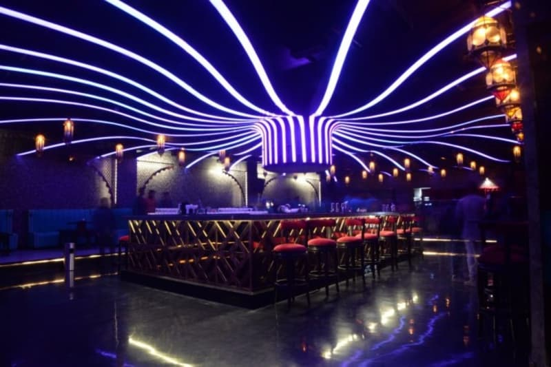 We VIP Lounge, Lokhandwala