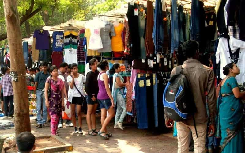 Fashion Street is a popular tourist spot for clothes shopping