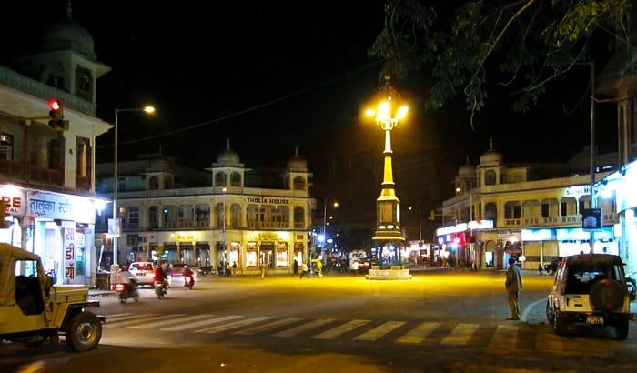 Mirza Ismail Road (M I Road)