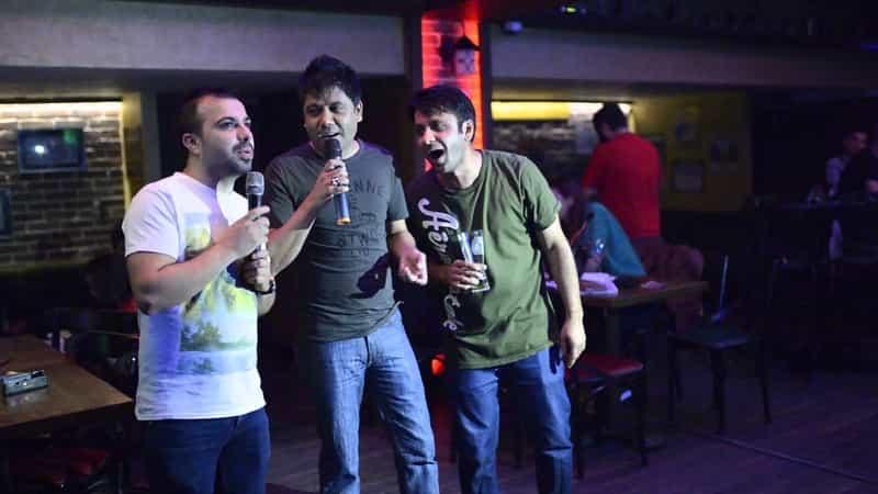 Sing along at great karaoke bars in Goa
