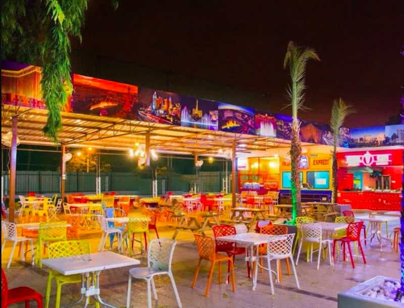 The Las Vegas Diner is popular with college kids