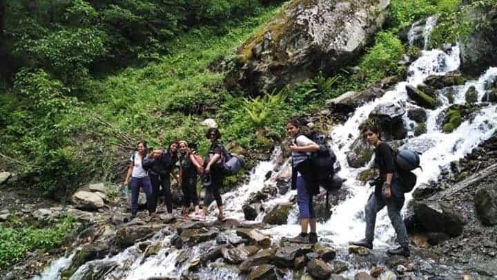 Trekkers descending from Kheerganga