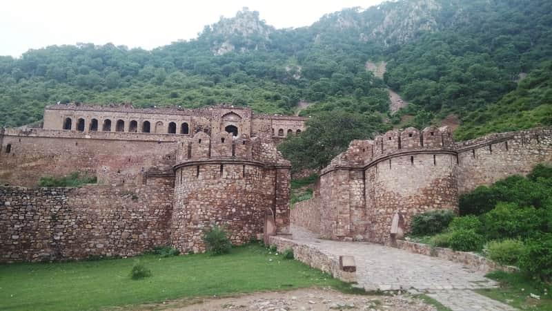 Bhangarh Fort and its Ruins