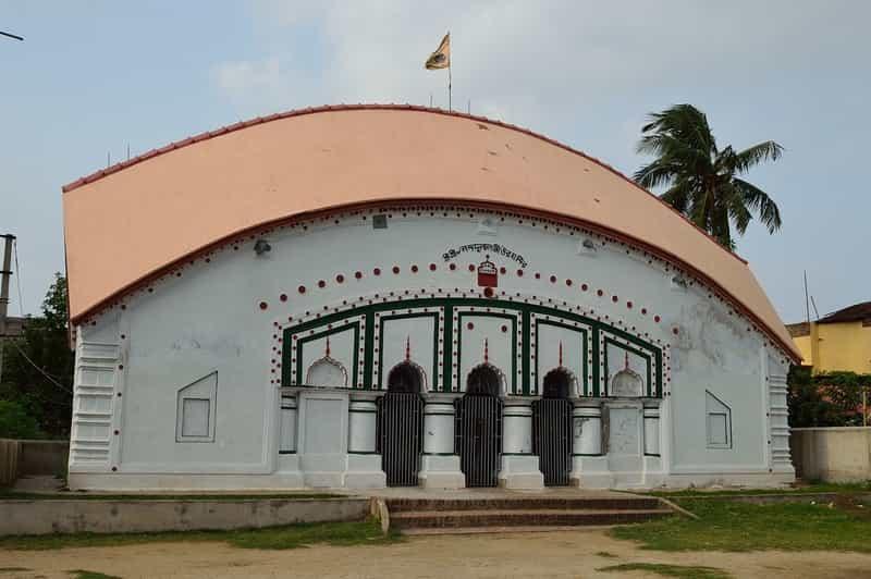 The unique Nandadulal Mandir