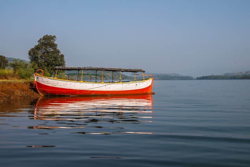 A boat on the Koyna Dam