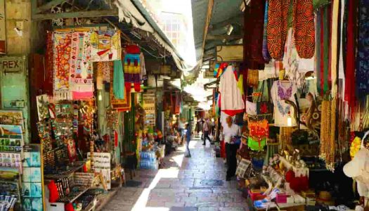 Top 12 Shopping Places in Ooty
