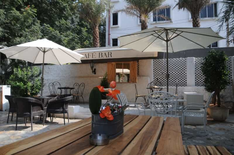 Le Vintage Cafe Bar
