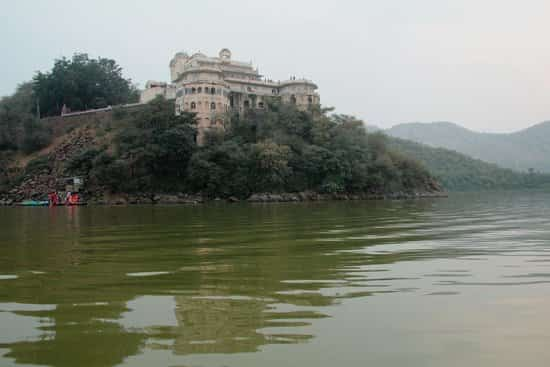 Siliserh Lake Palace is a great weekend getaway situated in Alwar