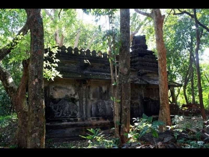 An abandoned temple at Kanoor Kote