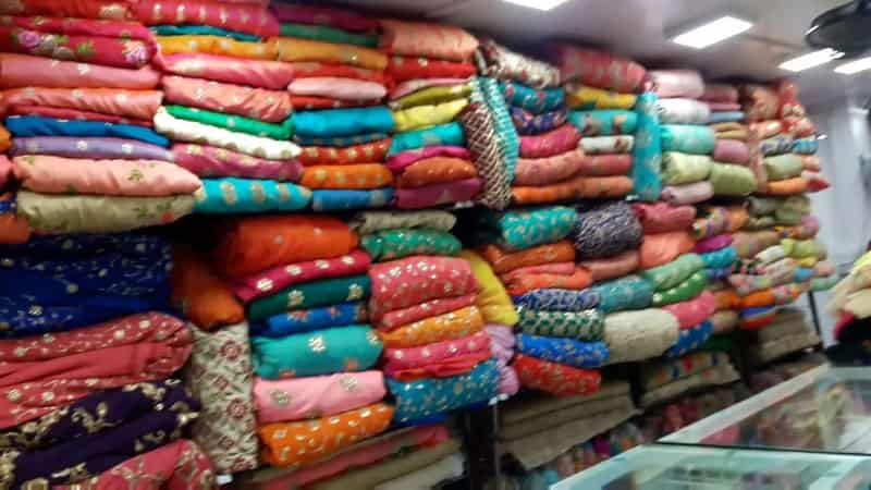 At Bhuleshwar Market you can find bridal sarees at reasonable rates