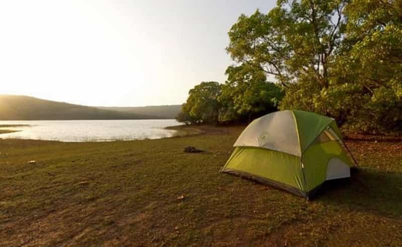 Camp by the river in Kaas