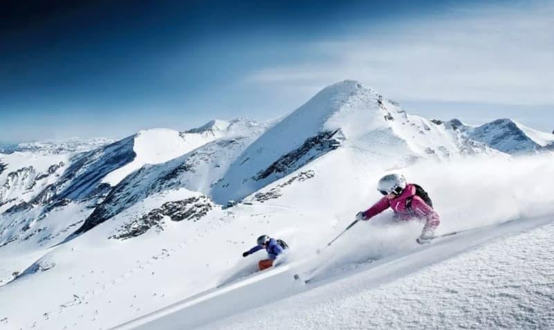 Skiing at Auli