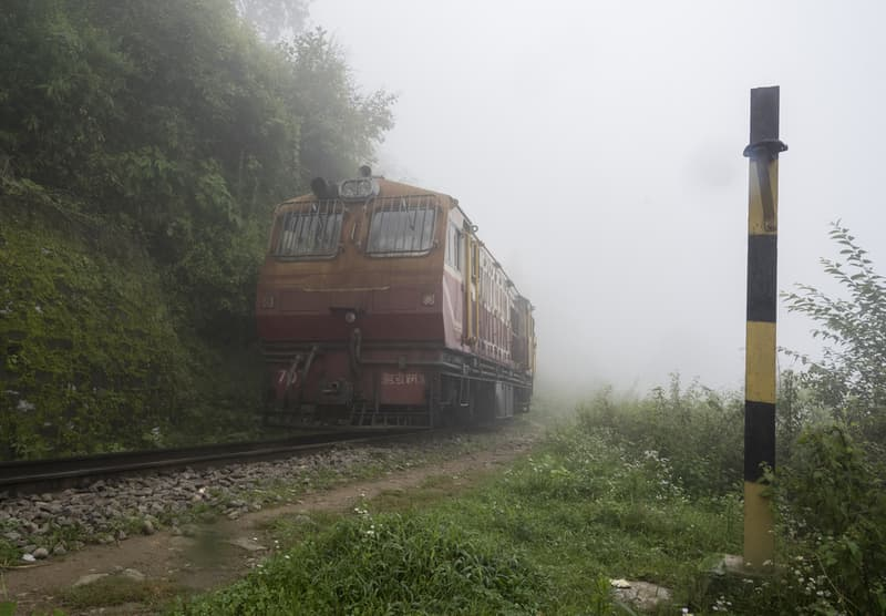 Train between Kalaka and Shimla