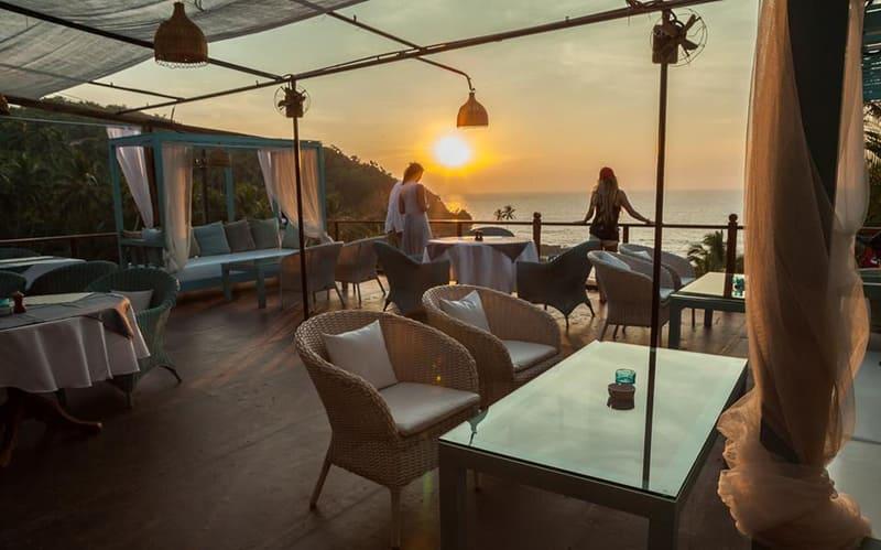 Waters Beach Lounge