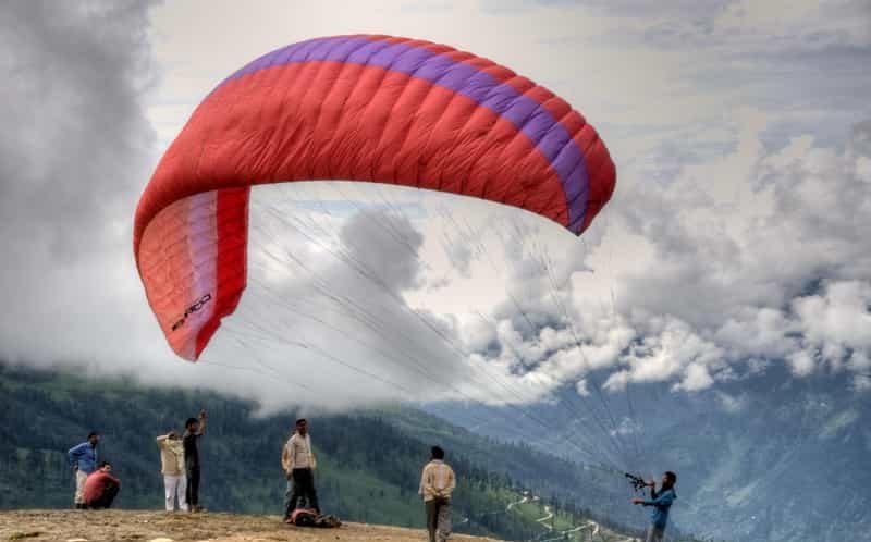 Paragliding at Rohtang Pass